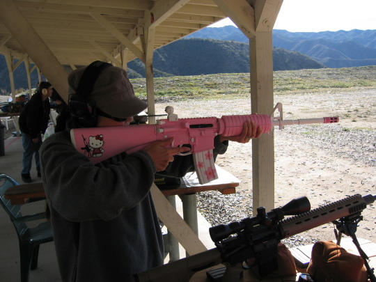 hello-kitty-assault-rifle-1.jpg