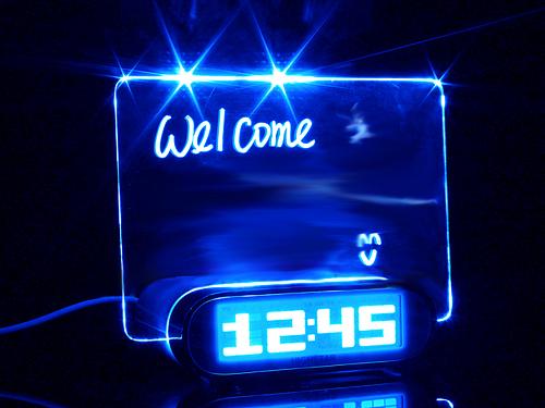 ceas cu tablita notite si pix fluorescent