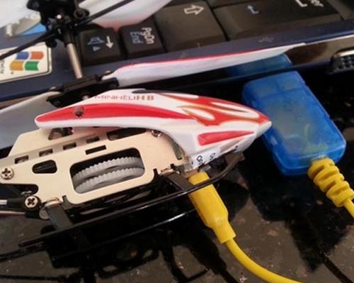 mini elicopter incarcare usb